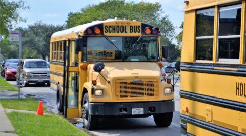 Amerykański szkolny autobus